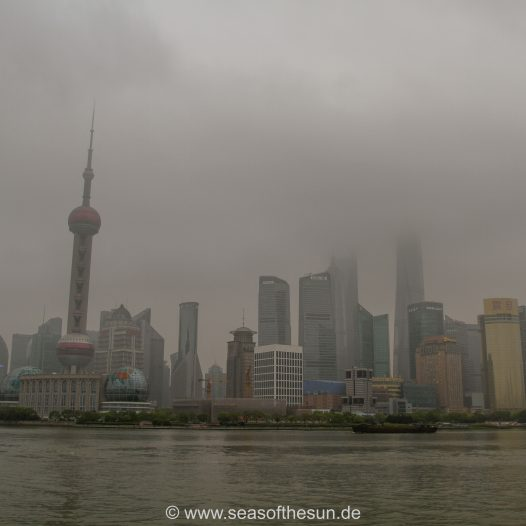 Pudong im Dunst
