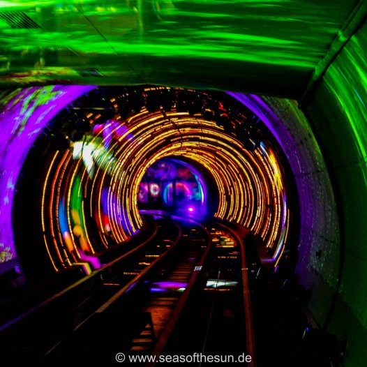 Durch den Sightseeing-Tunnel...